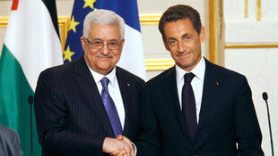 O presidente da Autoridade Palestina, Mahmoud Abbas, e o presidente francês, Nicolas Sarkozy, em Paris.