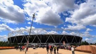 Estádio no Queen Elizabeth Olympic Park, onde se realiza o Campeonato do Mundo de Atletismo do Comité Paralímpico Internacional
