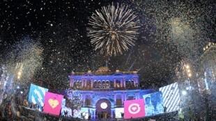 Ambiance festive devant le palais présidentiel, la Casa Rosada, à Buenos Aires, le 10 décembre 2019.