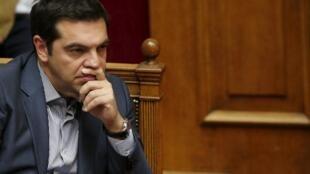 Alexis Tsipras mbele ya Bunge la Ugiriki Jumamosi Julai 11. Bunge linatakiwa kupitisha mpango wa kwanza wa mageuzi kabla ya Alhamisi Julai 16.
