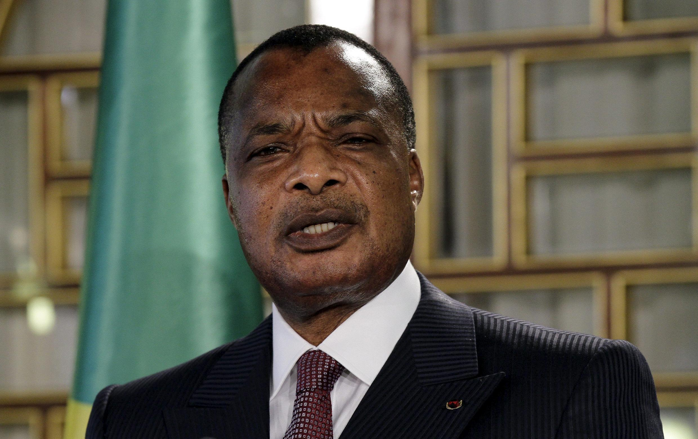 Denis Sassou NGuesso a été investi officiellement, samedi 16 avril 2016, après sa réélection contestée à l'issue du scrutin du 20 mars.