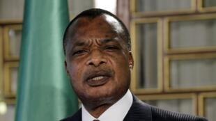 Trois proches du président congolais Denis Sassou-Nguesso sont mis en examen dans l'affaire des biens mal acquis.