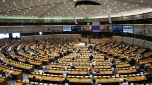 Европарламент осудил «гибридное вмешательство» России в дела Беларуси, а также отказался признавать Александра Лукашенко легитимным президентом после 5 ноября.