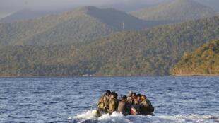 Philippines tiếp viện cho lính trên Bãi Cỏ Mây - Second Thomas Shoal. Ảnh ngày 31/03/2014.
