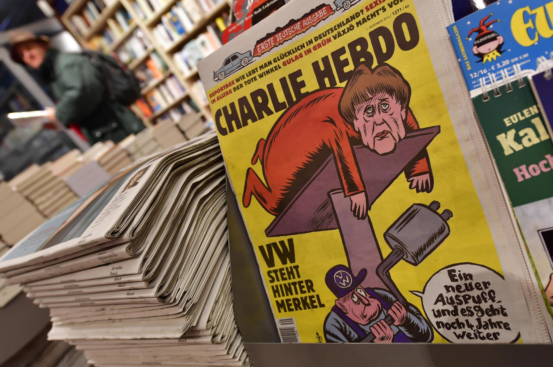 Первый номер немецкой версии Charlie Hebdo в киоске