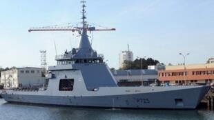 Photo du navire patrouilleur hauturier de type Gowind «L'Adroit» prise, le 21 Octobre 2011 à Lorient, lors de la cérémonie de prise de commandement par la marine nationale.