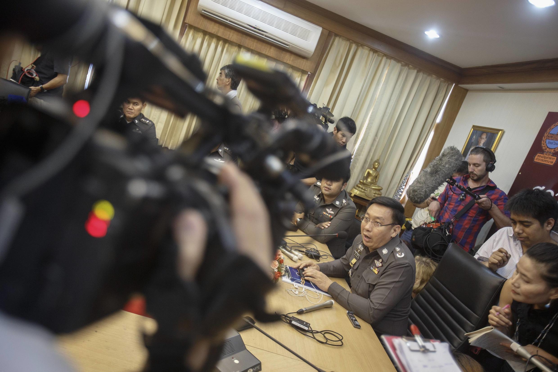 Cảnh sát Thái Lan họp báo tại Bangkok ngày 18/08/2014 về vụ mang thai hộ cho một người Nhật mang tên Mitsutoki Shigeta.