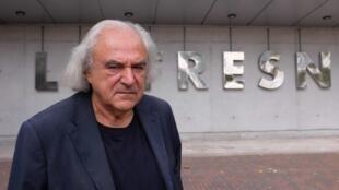 Alain Fleischer, fondateur-directeur du Fresnoy, devant le studio national des arts contemporains à Tourcoing, France.