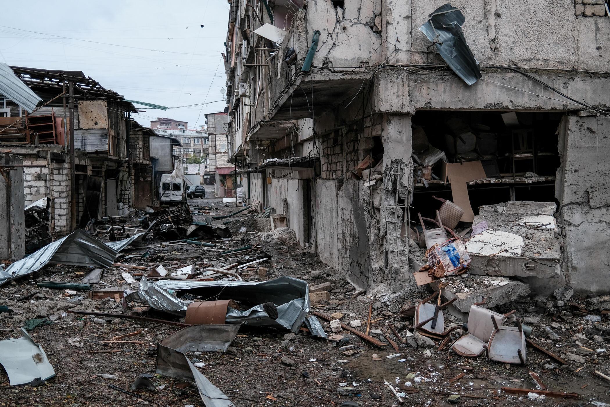 Улицы Степанакерта (Нагорный Карабах) после бомбардировки 5 октября 2020 г.