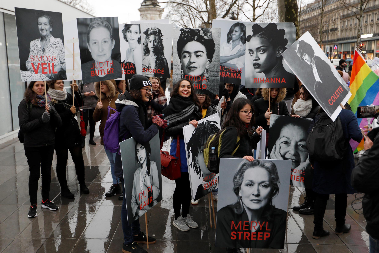 Manifestação por igualdade de gênero e contra a violência sexual contra mulheres em Paris, em 8 de março de 2018.