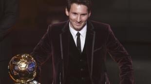 Dan wasan Barcelona Lionel Messi lokacin da ya karbi kyautar gwarzon dan wasan duniya karo na uku a birnin Zurich