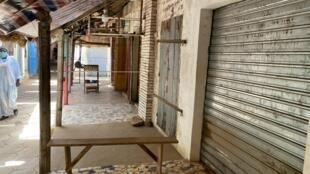 Sur le marché artisanal de Saly-Portudal, la plupart des commerçants ont préféré fermer.