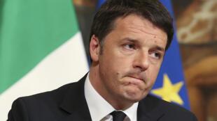 El premier italiano Matteo Renzi podría renunciar si gana el No.