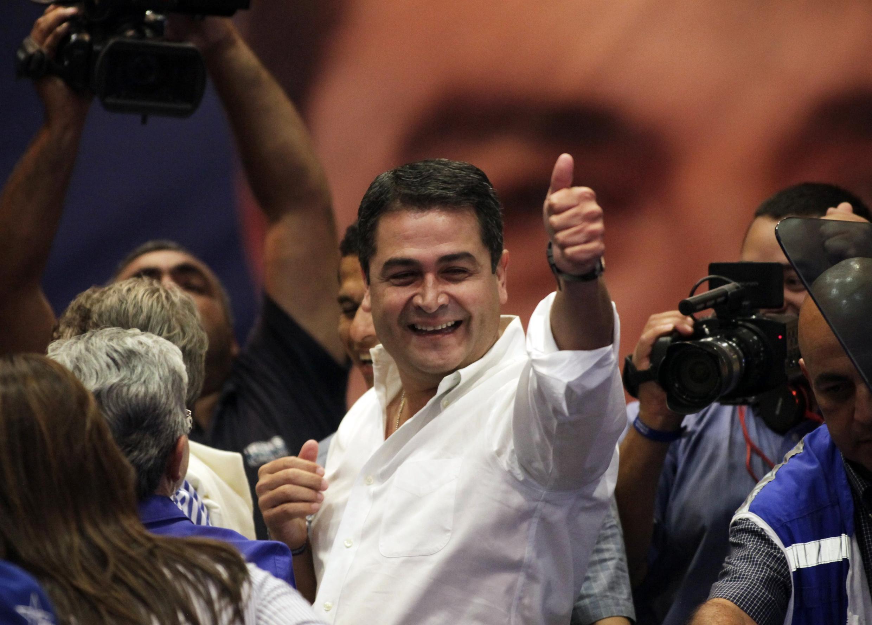 Juan Orlando Hernández, advogado, festeja vitória nas eleições presidenciais de Honduras.