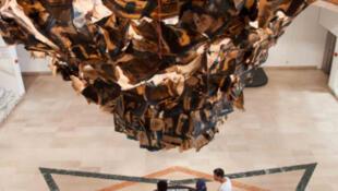 Le volcan renversé du plasticien martiniquais Hervé Beuze à l'Atrium à Fort-de-France.