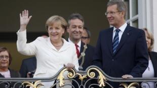 A chanceler Angela Merkel e o presidente Christian Wulff celebram o aniversário da reunificação alemã.