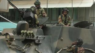 Exército zimbabueano em patrulha em Harare.