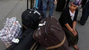 Аэропорт Бухареста: прибытие цыган, высланных из Франции 14 /09/2010