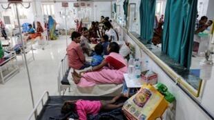 Hôpital de Muzzafarpur, en Inde, épicentre d'une épidémie d'encéphalite aiguë qui a causé la mort d'une centaine d'enfants depuis le 1er juin.