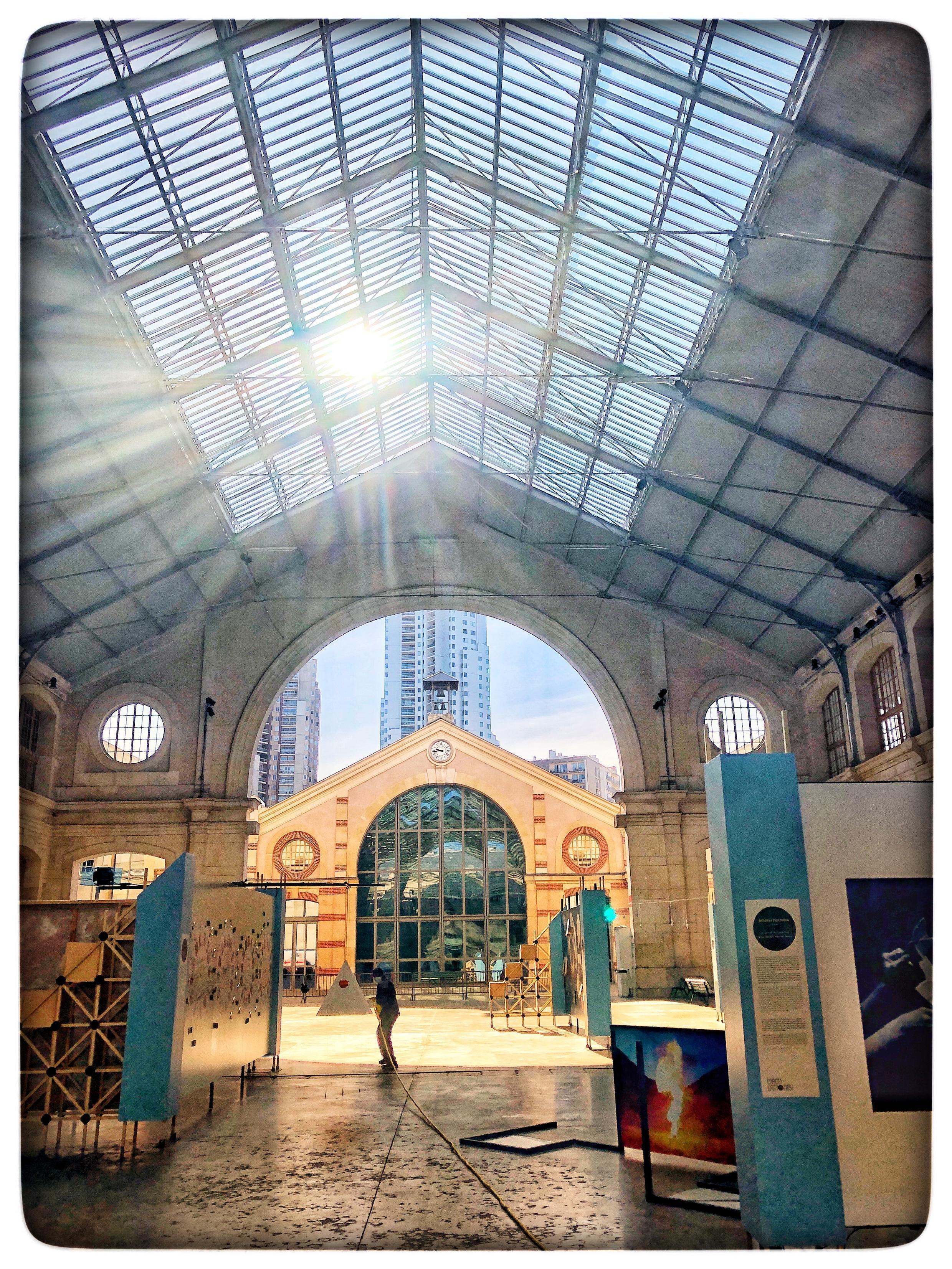 Espaço cultural Centquatre, no décimo nono bairro de Paris.