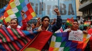 Le 11 novembre 2019, une partie de la population manifeste son soutien au président bolivien Evo Morales qui a annoncé sa démission le 10 novembre, à Buenos Aires, en Argentine. (Photo d'illustration)