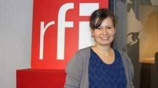 ژولی دووینیو در استودیو بخش فارسی رادیو بینالمللی فرانسه