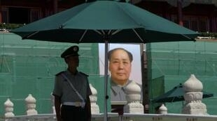 Thiên An Môn đang được tu sửa để chuẩn bị đón Đại hội đảng Cộng sản Trung Quốc vào cuối năm.