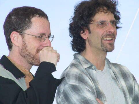 Os irmãos Ethan (D) e Joel Coen (E) receberam 138 prêmios ao longo de 30 anos de carreira.