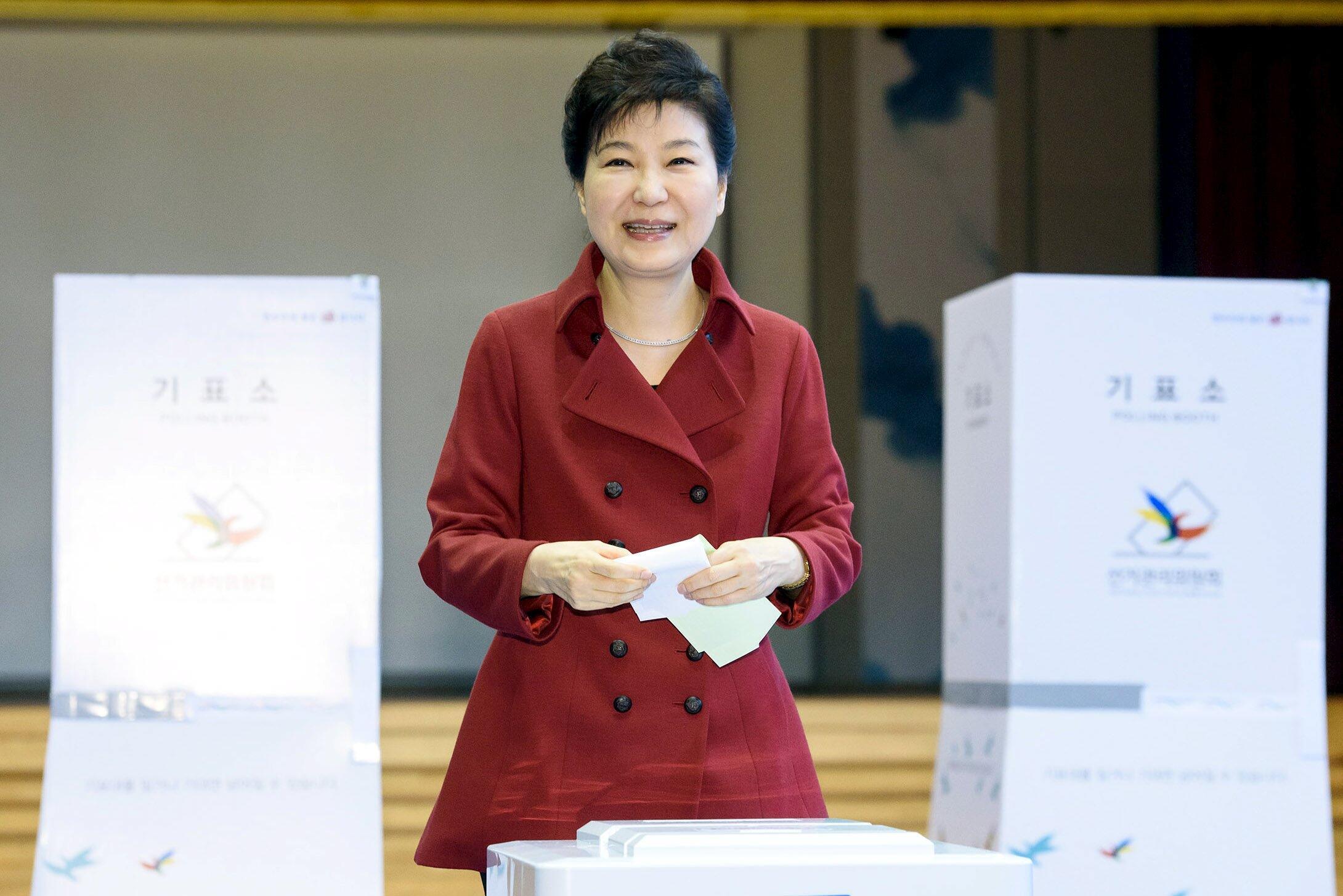 លោកស្រីប្រធានាធិបតីកូរ៉េខាងត្បូង Park Geun-hye បោះឆ្នោតនៅក្រុងសេអ៊ូល