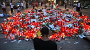 Uma homenagem às vítimas do atentado nas Ramblas, em Barcelona, na Espanha.