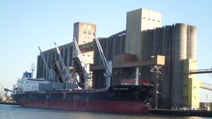 Silo à grain dans le port de Rouen.