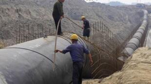 Trên một công trường xây dựng đường ống đãn khí đốt tại tình Hà Bắc Trung Quốc ( Ảnh chụp ngày 4/5/2014).