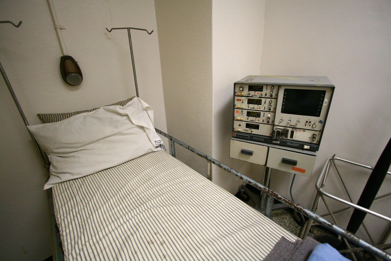 """La ley francesa sobre el """"Fin de la Vida"""", o Ley Leonetti, aprobada en 2005 y reformada en 2016, solo autoriza la sedación profunda hasta la muerte."""
