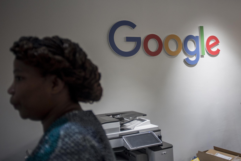 Une employée de Google dans les nouveaux locaux de l'entreprise à Accra.