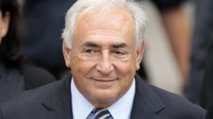 O ex-diretor gerente do FMI, acusado de tentativa de estupro, reconhece ter tentado beijar jornalista.