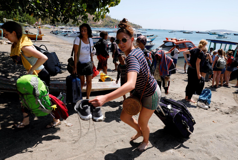Touristes quittant l'île de Gili Trawagan.