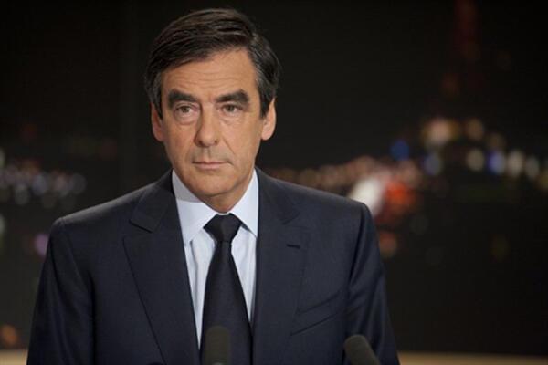 Segundo Le Figaro, o primeiro-ministro François Fillon tem grandes chances de se manter no cargo.