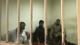 Des prisonniers suspectés d'appartenance à l'Etat islamique au tribunal de Bagdad, le 10 mai 2018 (image d'illustration).