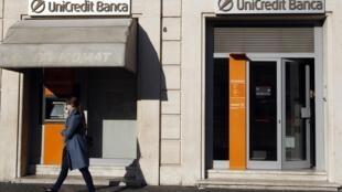 Une agence de la banque UniCredit à Rome, le 14 novembre 2011.