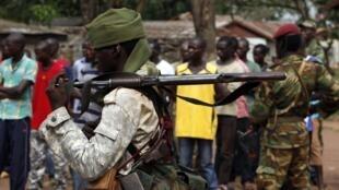 Un soldat tchadien dans une rue de Bangui, le 9 décembre 2013.