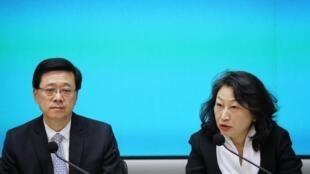 香港保安局局长李家超与律政司司长郑若骅资料图片