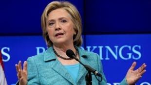 Ứng cử viên đảng Dân Chủ  Hillary Clinton tranh luận tại viện Brookings, Washington ngày 09/09/2015