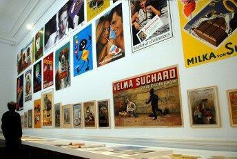 Vue de l'exposition <i>Le monde selon Suchard</i> : l'atelier des images.