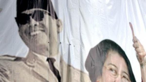 Une affiche représentant Soekarno, le leader de l'indépendance indonésienne, et sa fille.