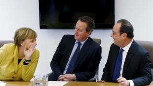 Канцлер Германии Ангела Меркель, премьер-министр Великобритании Дэвид Кэмерон и президент Франции Франсуа Олланд (слева направо) на саммите лидеров ЕС в Брюсселе, 18 марта 2016.