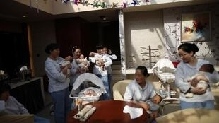 Tại một trung tâm chăm sóc trẻ em ở Thượng Hải ngày 23/12/11. Trẻ em có nguy cơ bị ung thư vì sữa có nhiễm chất aflatoxine của tập đoàn Mông Ngưu.