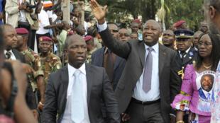 Laurent Gbagbo (dir) e Charles Blé Goudé (esq) em outubro de 2010, durante a campanha para as eleições presidenciais.