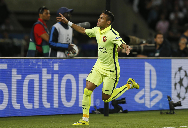 Neymar comemora primeiro golo do Barcelona contra  o PSG