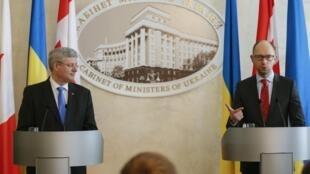 Харпер и Яценюк в Киеве