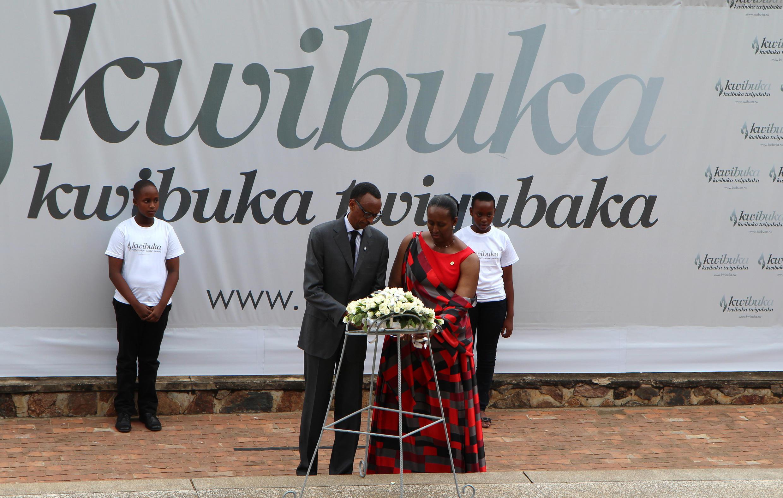 Le président rwansais Kagame et sa femme lors des commémorations à Kigali, le 7 avril 2015.
